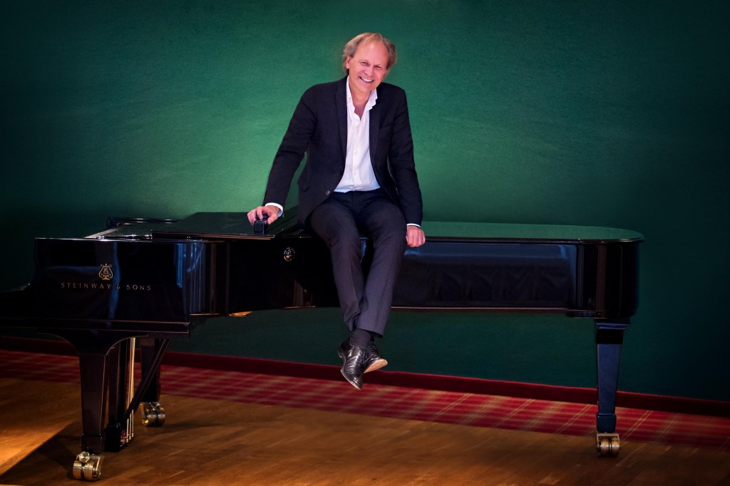 Erwin_am_Klavier